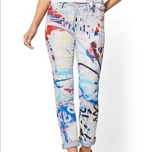 High-waisted graffiti B/F Jeans NWOT hand-painted